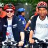 Jokowi Serahkan Kacamata Pemberian Lorenzo ke KPK