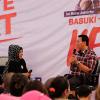 Disambut Meriah Warga di Rumah Lembang, Ahok Kena Cubit