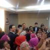 Ketua DPRD DKI Sapa Ahok di Pelantikan, Hadirin Tepuk Tangan